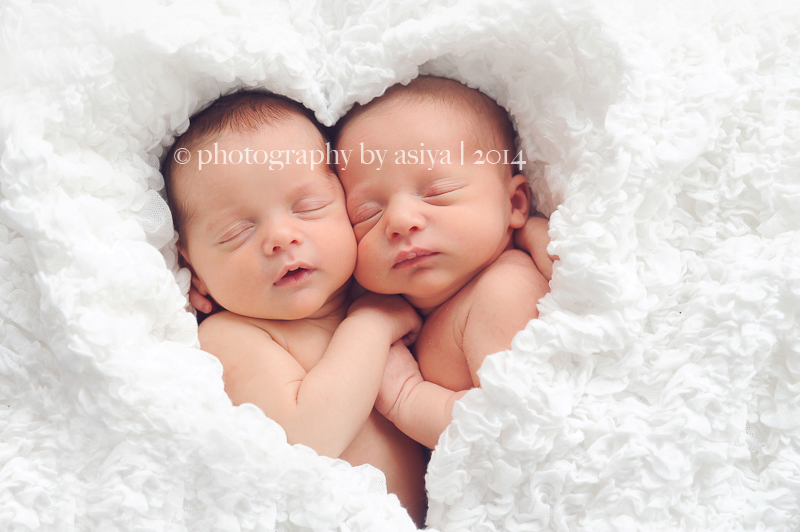 Twin Newborn Photography Poses